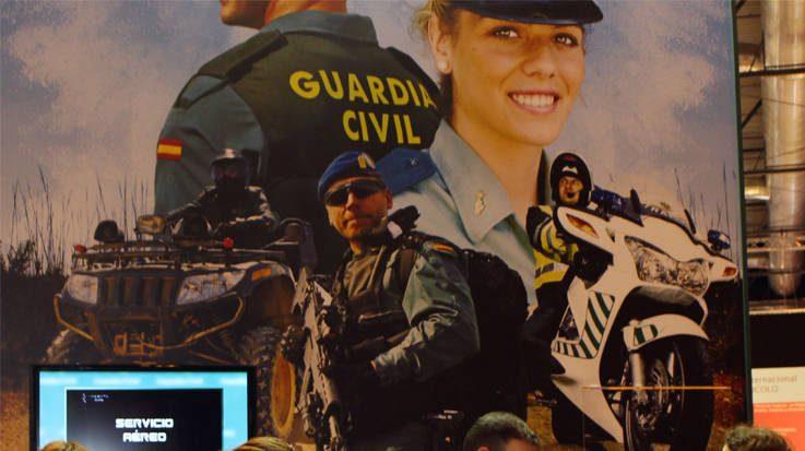 La Guardia Civil licitará seis lotes de uniformes por valor de 7,4 millones de euros.