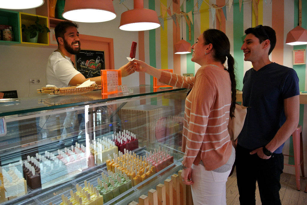 Polos Lolo cuenta con dos locales en España, uno en Madrid y otro en Canarias.