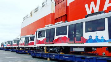 Llegaron al puerto de Manta-Manabí los primeros seis vagones españoles del Metro de Quito.