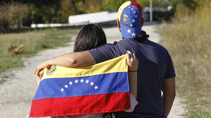 Los venezolanos ganan apoyos institucionales en España y Estados Unidos a favor de la protección temporal.