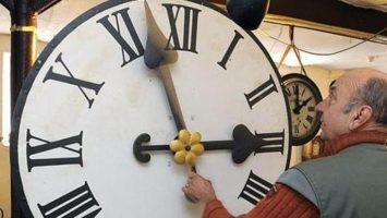 La Comisión Europa plantea eliminar definitivamente el cambio horario de la zona euro.