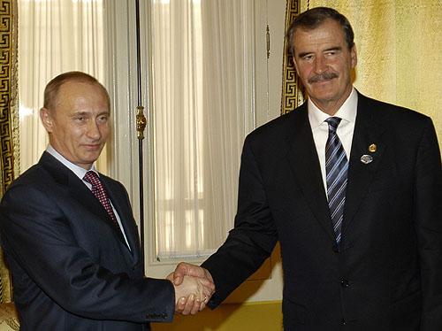 Vladimir Putin se reunió con el expresidente Vicente Fox en México en el 2004.