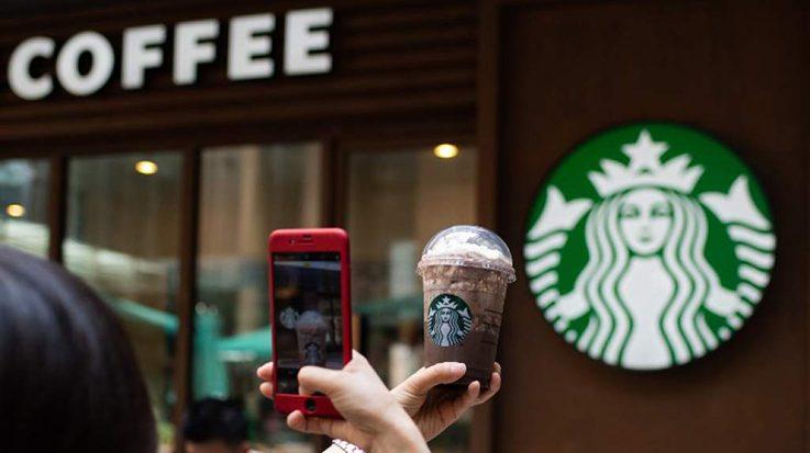 La apertura de un Starbucks incrementa el valor de las viviendas en la zona.