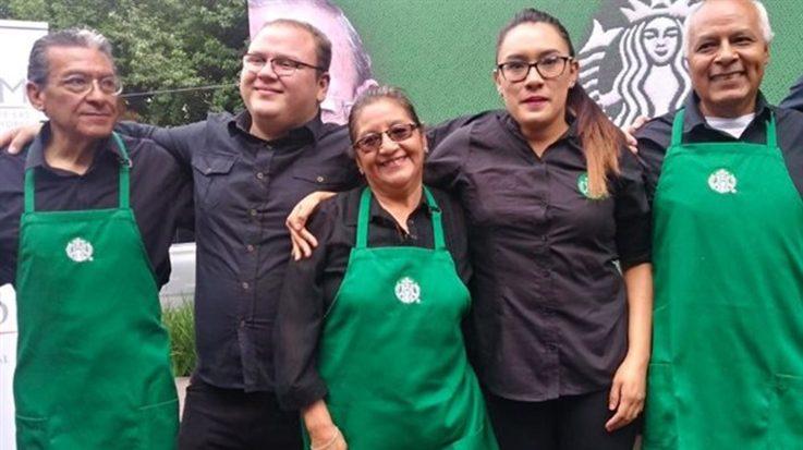 Starbucks abre un local atendido por jubilados con motivo de la crisis del sistema de pensiones mexicano.