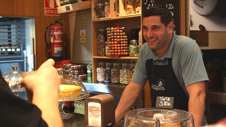 Bello fue propietario de varias panaderías en Venezuela, por lo que sus conocimientos lo ayudaron a emprender en España.