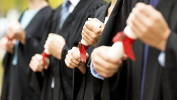 Los profesionales extranjeros piden acortar los plazos de los procesos de homologación.