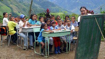 América Latina desarrolla un nuevo plan para fortalecer y renovar su política educativa.
