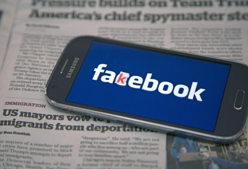 El objetivo del 'botón de contexto' es ayudar a las personas a combatir las noticias falsas.