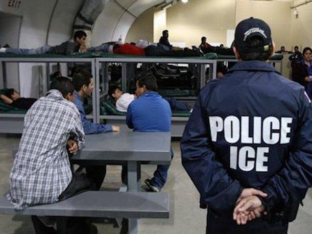 """Fuentes aseguran que las deportaciones y situaciones más tensas se han vivido """"con oficiales migratorios de origen cubano y portorriqueño""""."""