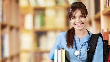 España estudia implementar matrículas con un ahorro del 99 por ciento en el grado de Medicina.