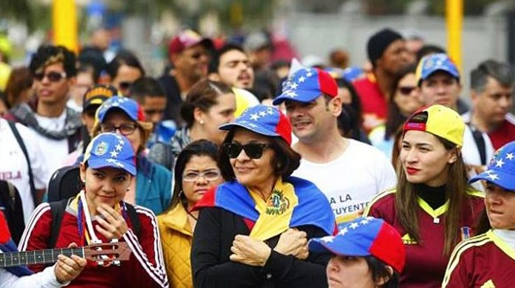 El Gobierno de Pedro Sánchez, junto al Consejo de Ministros, deberán aprobar o denegar la medida a favor de la legalización de la migración venezolana.