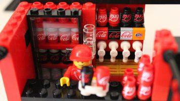 Coca Cola y Lego continúan en la lucha por expandirse a nuevos mercados, aprovechando sus campañas de Navidad.