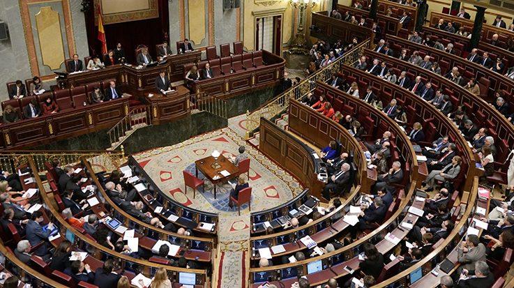 La política española, un teatro dirigido al público que está dedicado a los grandes medios de comunicación.