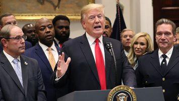 El juez John Tigar prohíbe la medida de Donald Trump de negar la opción de asilo a las personas que cruzaron ilegalmente la frontera con México.
