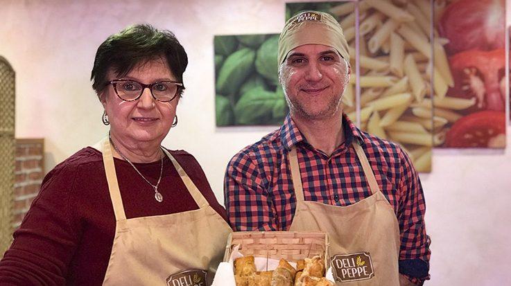 Giusi Di Benedetto y su hijo Guiseppe Pedicino, fundadores de DeliPeppe.