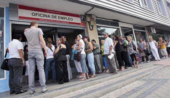 La población extranjera ha aumentado el número de parados en  el mes de noviembre con un total de 11.647 desempleados.