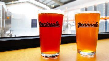 Román Jove, dueño de la fábrica de cerveza artesanal que genera 1.700 litros semanales.