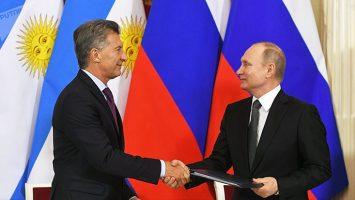 Vladímir Putin, presidente de Rusia, junto a Mauricio Macri, presidente de Argentina.