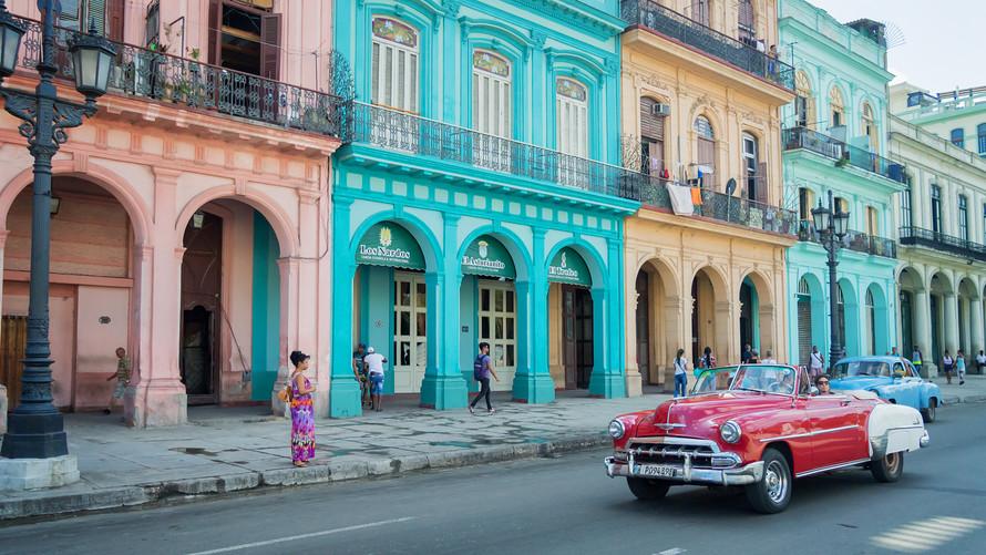 Cuba elimina la regulación que limitaba el número de asientos en los restaurantes privados a 50 sillas.