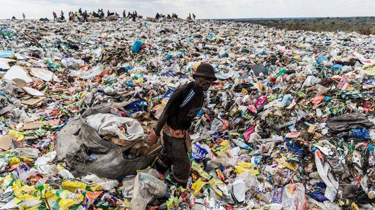El Congreso de Perú aprueba una ley que prohíbe la fabricación y utilización de plásticos de un solo uso en plazos progresivos.