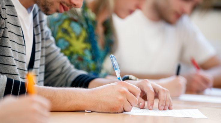 Más de 35.000 aspirantes se enfrentarán a un examen de 235 preguntas durante cinco horas.