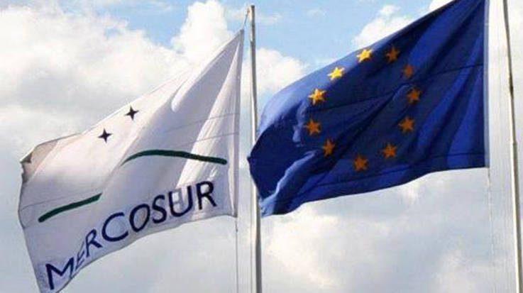 Banderas Mercosur y UE