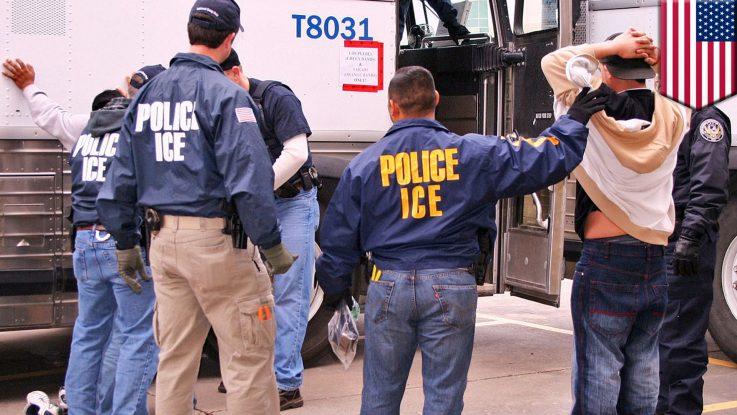 Agentes ICE haciendo arresto