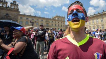 Venezolanos piden ayuda humanitaria