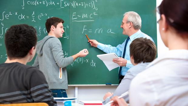 maestro dando clase