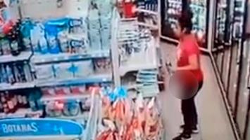 Mujer robando