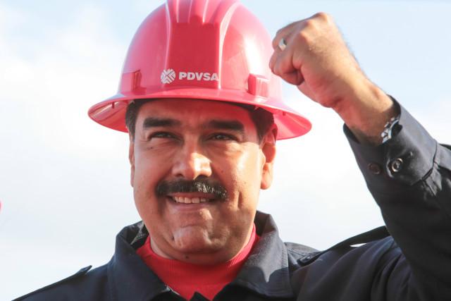 Nicolás Maduro con casco de PDVSA