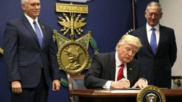 Donald Trump firma decreto Ley Helms-Burton