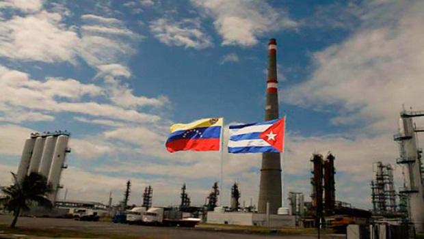 Banderas cubana y venezolana