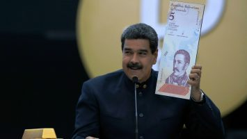 Maduro y billetes