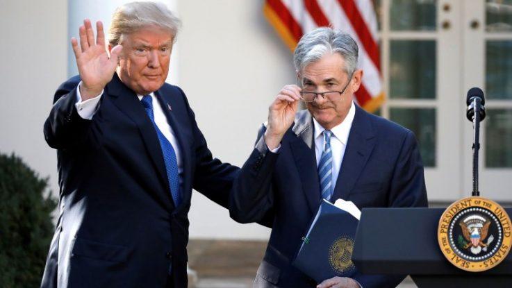 Jerome Powell de la Reserva Federal y Donald Trump