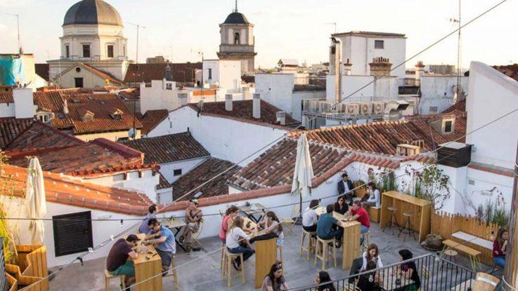 Madrid prohíbe las terrazas y recomienda el cierre de bares