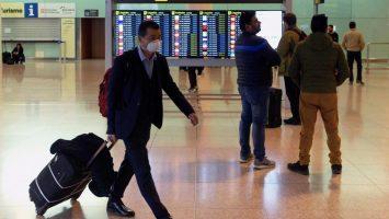 El tráfico aéreo cae un 50% y el de trenes un 80%, según el Gobierno
