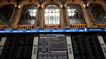 El Ibex 35 baja un 4% y se acerca a los 6.200 a mediodía
