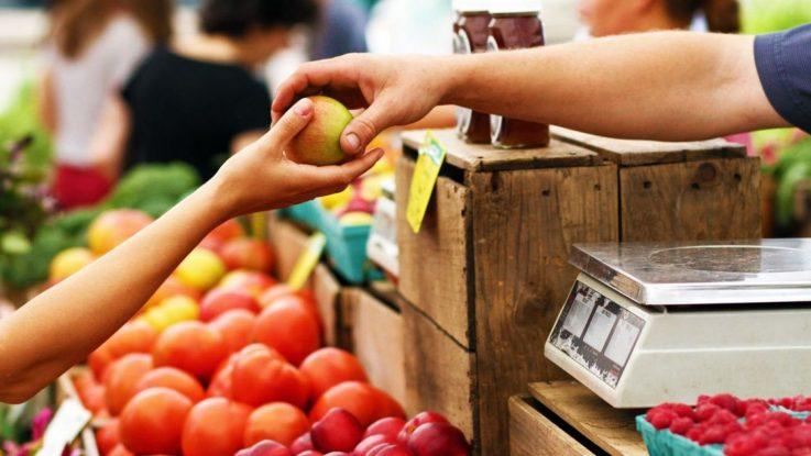 La CEC pide a los españoles comprar en los comercios de proximidad