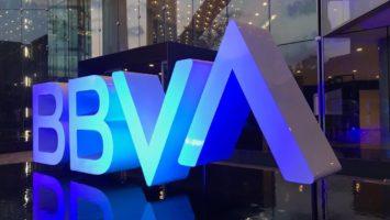 BBVA aumenta a 35 millones su donación para luchar contra el Covid-19