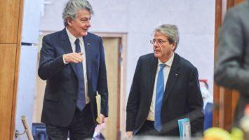 Dos comisarios abogan por los eurobonos para recuperar la economía