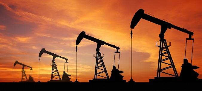 La OPEP+ busca frenar la caída del crudo con un recorte de la producción