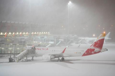 Aeropuerto de Barajas cerrado por nevada en Madrid