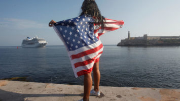 Piden que turistas de EEUU vacunados puedan entrar a España